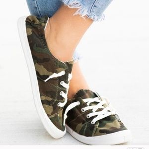 Camo canvas shoes size 8.5
